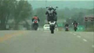 Honda RC51 Stand-up wheelies