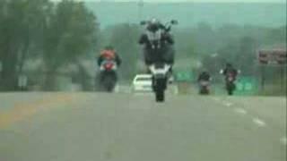 Honda RC51 Stand-up wheelies