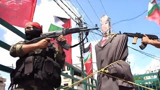 Gazans Hold Trump Effigy at Gunpoint as Thousands Decry POTUS Visit (Videos)