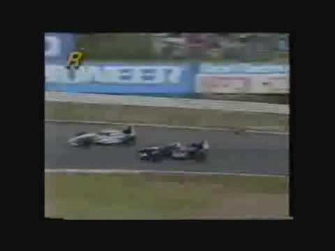 heinz harold frentzen collides with eddie irvine and loses his front wing at the japanese grand prix in 1995.