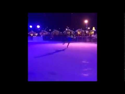 Crowd breaks out into Frozen sing-along