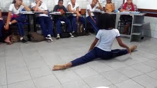 Essa menina dança muito!!!