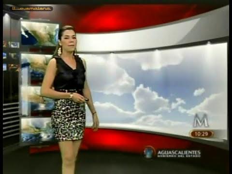 Marilú Kaufman/blusa negra satin, falda blanca manchas negras