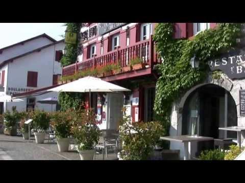Pyrénées Atlantiques Découverte d'Espelette capitale du piment du Pays Basque