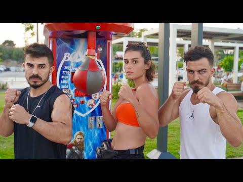 BOKS MAKİNESİNDE TURİSTLERLE KAPIŞTIK ft. Deli mi ne?