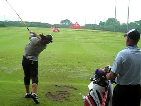 Feng Shanshan practising before her round at the HSBC Women's Champions 2009 tournament