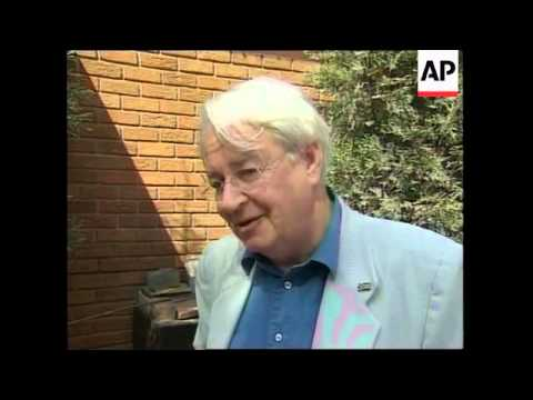South African journalist-anti + apartheid activist Donald Woods has died
