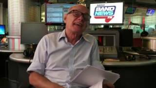 Ricardo Boechat lê tuítes engraçados de ouvintes da BandNews FM