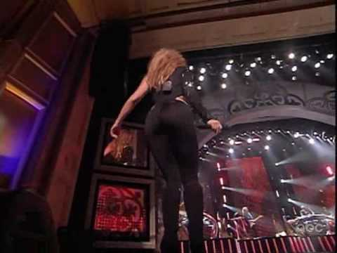 shakira - she wolf (live alma awards)