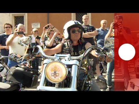 Il Papa saluta i partecipanti al raduno delle Harley Davidson