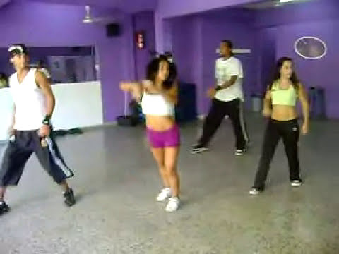 Ensayando  la coreografia para mis 15