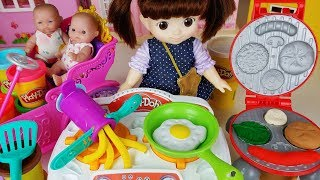 Baby doll and Play doh burger cooking and kitchen toys play - ToyMong TV 토이몽