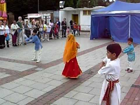 Anshu Firake's Group Dance At Hemel Hempstead Summer Fair On 7 6 09. video