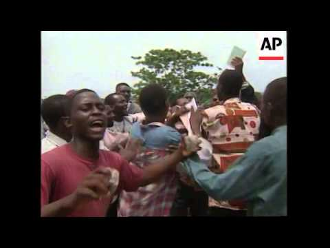 ZAIRE: KINSHASA: PROTESTS OUTSIDE OF PARLIAMENT