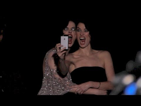 Eva Green and Lena Headey Take Funny Selfie at 300:Rise of An Empire Premiere