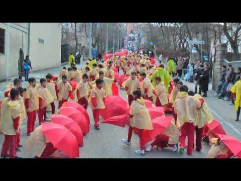 """""""Piovono brutti voti"""" Sfilata dei bambini Carnevale 2012 Tempio Pausania"""
