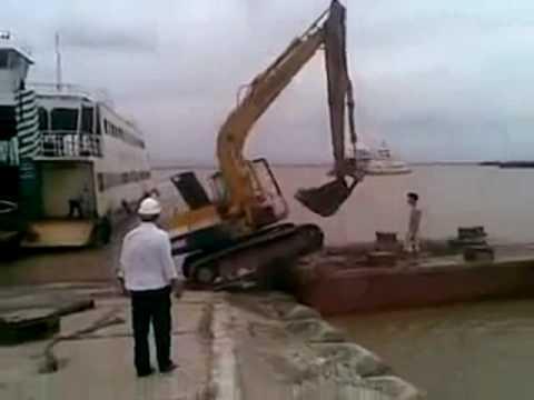 VnExpress   Lái máy xúc kiểu Việt Nam   Lai may xuc kieu Viet Nam