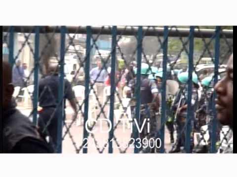 scandal à kinshasa un agent de la Monusco se fait volé son I Phone 6 lors d'une manifestation