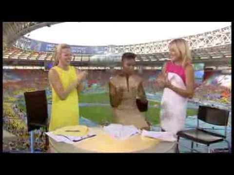 Gabby Logan, Denise Lewis & Paula Radcliffe's reaction to Mo Farah winning 10,000m at Moscow 2013