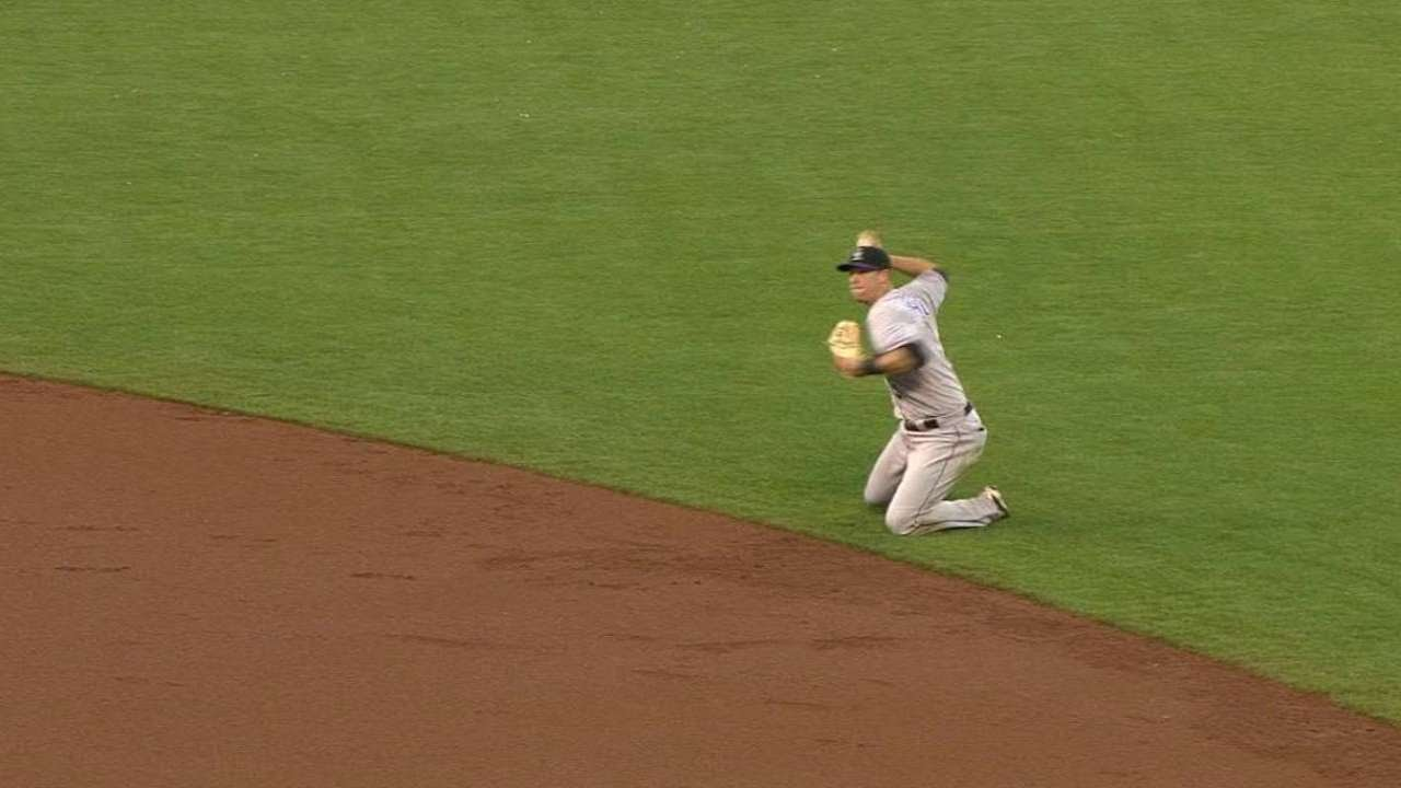 COL@SF: LeMahieu flashes the leather at second base