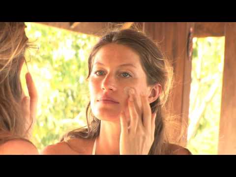 Gisele Bündchen talking about the Sejaa Mud Treatment