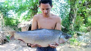 Amazing Cooking Big Fish Recipe - How to Primitive Cooking Biggest Fish Soup Recipe |Wilderness Life
