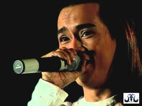 Màn live Tình thơ để đời của Minh Thuận tại Làn sóng xanh 2001.