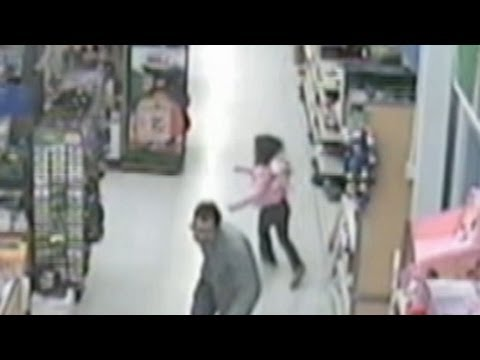 Little Girl Escapes from Alleged Kidnapper in Walmart: Caught on Tape by Security Cameras