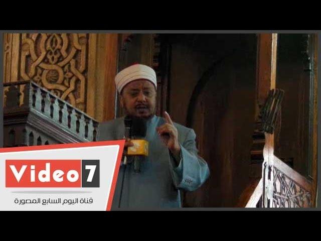 خطيب عمر مكرم يبكى خلال خطبة الجمعة