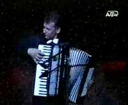 Айше Кубетдинова танцует