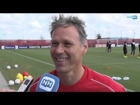 Marco van Basten na de eerste training met AZ voor het seizoen 2014-2015