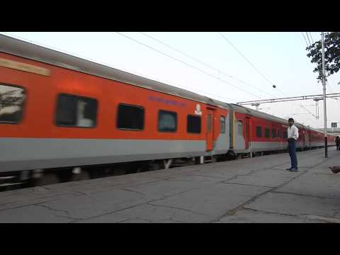 Duronto Wap-7 12951 Mumbai Rajdhani Express Aggressively Skipping Dahanu Road  Mps!! video
