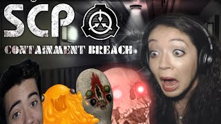 MY SISTER PLAYS SCP CONTAINMENT BREACH!