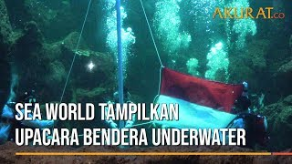 Sea World Tampilkan Upacara Bendera Underwater