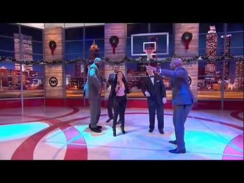 [Video] Nicki Minaj Freestyles With Shaq, Kenny Smith, Grant Hill & Ernie Johnson For The TNT Cyphers