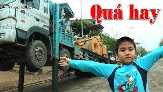 Xe tải chuyên dụng chở xe lu và máy ủi ❤Kênh Em Bé ❤