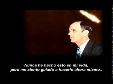 IMPRESIONANTE MANIFESTACIÓN DE DIOS!!! VOZ SOBRENATURAL EN PLENO SERMÓN -- WILLIAM BRANHAM