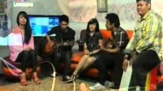 Meyzo-Dan Tetaplah Kau Tersenyum (Live RTV)