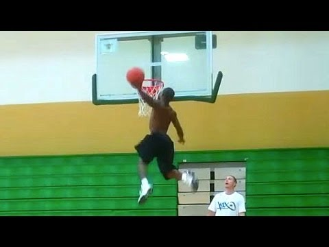 "TFB::Dunks:: Shortest Professional Dunker in the World! 5'5"" Porter Maberry ""Whats Gravity"""