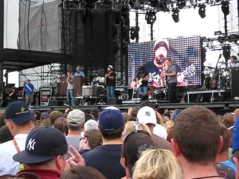 Zac Brown Band - Killing In The Name ( Rage Against The Machine Cover) Hershey Park 2010