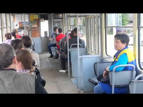 Щупает в трамвае 11 фотография