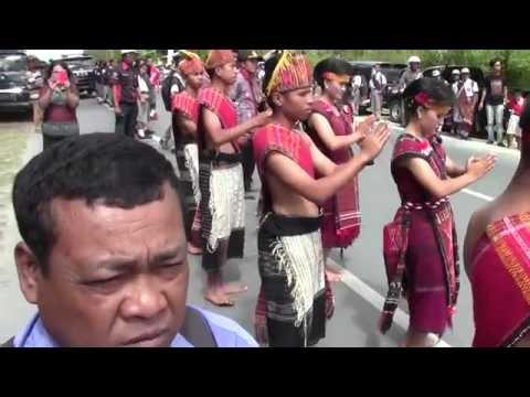 Tortor SMAN 1 Siborongborong Sambut Presiden Jokowi