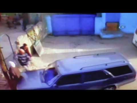 Panikleyen Sürücü Yaşlı Kadını Direğe Sıkıştırdı! O Anlar Kamerada...