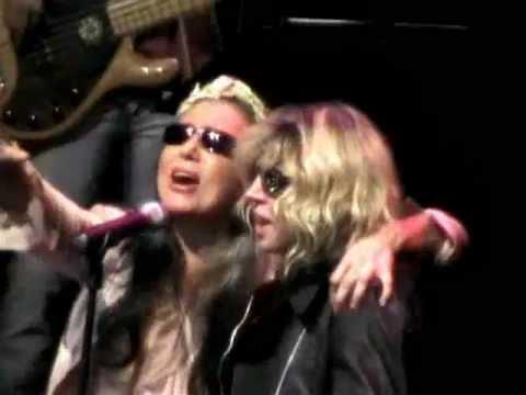 Loredana Berté & Aida Cooper – Per i tuoi occhi (live 2006)