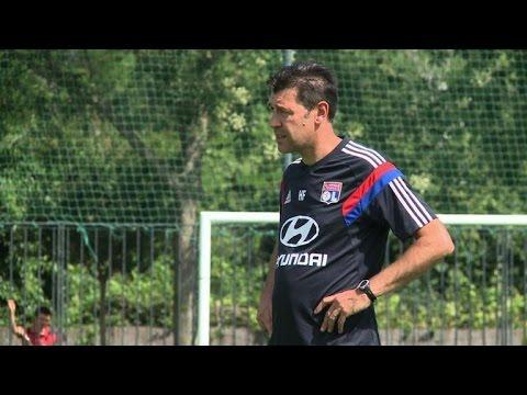 Hubert Fournier, le nouvel entraîneur de l'OL prend ses marques