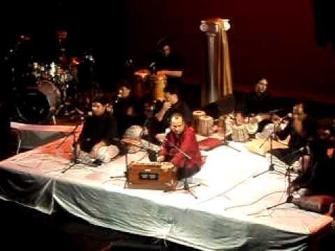 Mera Piya Ghar Aaya - Ustad Rahat Fateh Ali Khan - Live In Concert video