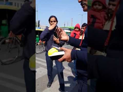 educated man teach delhi traffic police lesson, delhi police messed with wrong guy
