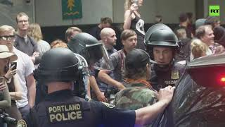 Portland police intervene as right-wing groups & anti-fascist protesters clash