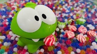 Видео для детей. Ам Ням в поисках конфет и маленькие Ам Нямчики! Видео с игрушками для детей.