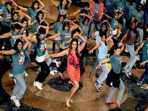 Bipasha Basu's Sexy Flash Mob Dance video